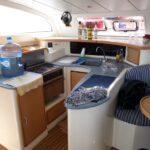 catamaran platinum cocina